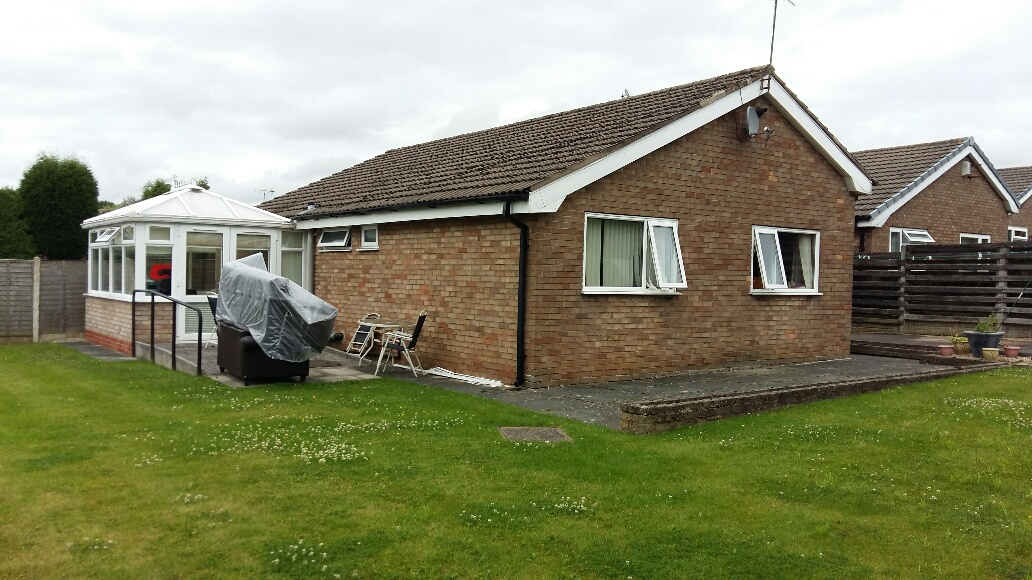 Skelmersdale bungalow - 2 rooms available